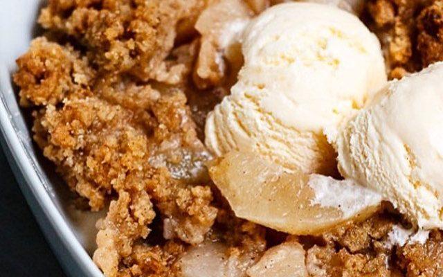 apple pie, apple crumble, crumble, pie, äppelpaj, äppelsmulpaj, smulpaj, nyttig paj, deffa, nyttigt recept, sockerfritt, healthy pie, healthy crumble, clean recipe, lohilo, protein recipes, smulpaj,