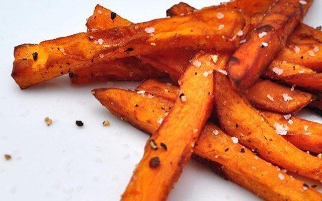 sötpotatis, pommes, sötpotatispommes, sötpotatis pommes, sweet potato, sweet potato fries, sweet potato chips, fries, french fries, healthy fries, healthy chips, nyttiga pommes, fitness food, fitnessmat, deffmat, deffrecept, deffa, cutting recipes, on season recipe, low calorie, low calorie recipes, paleo, paleo recipes, paleorecept, paleo recipe, deffanu deffa nu,