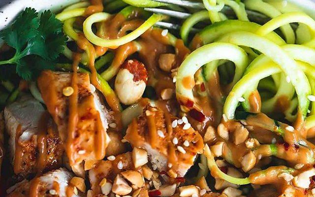 chicken, peanut butter, peanut chicken, deffa, low carb, protein recipe, paleo, paleo recipe, zoodles, näringsberäknat, healthy,