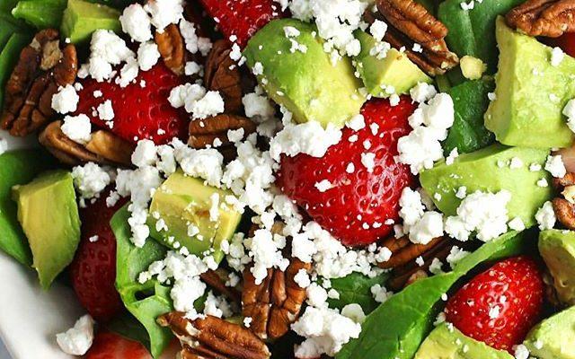 deffa, deffrecept, dietrecept, vegetariskt, proteinrikt, kvarg, proteinrecept, vegetariskt protein, shredded, diet food, deff recipes, low calorie, low carb, low carb recipes, lchf, strawberries, pecans, strawberry salad, jordgubbssallad, proteinrik sallad, protein recipes, makros, makro calculated, näringsberäknat, näringsberäknat recept, avocado, avokadosallad,